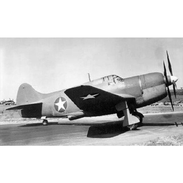 Curtiss XP-62. Im Januar 1941 gab der USAAC eine Voraussetzung für einen neuen schwer bewaffneten Hochleistungsauffänger-Jäger a