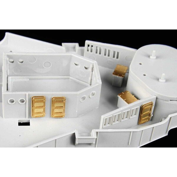 USS Arizona BB-39 DX.II (designed to be used with Trumpeter kits)55 X Turned Metal Parts20 X Resin Parts3 X Color Manual (6 page