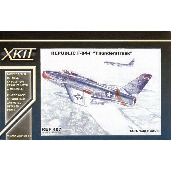 Republic F-84F Thunderstreak. Das ist der Bausatz von Heller mit neuen verbesserten Rumpf usw.