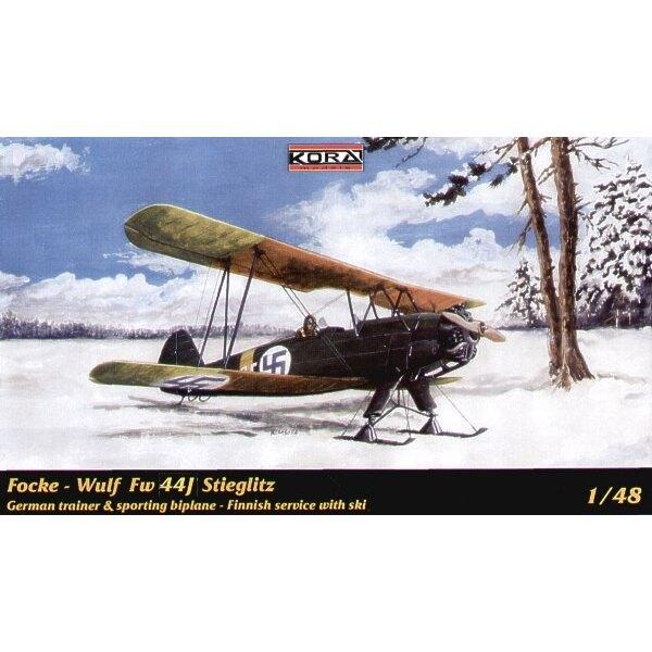 Focke Wulf Fw 44J Stieglitz mit Skis.