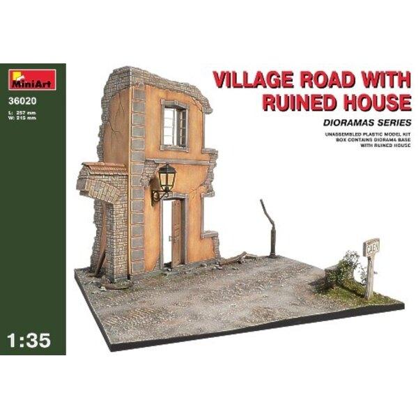 Dorfstraße mit Zerstörten Haus