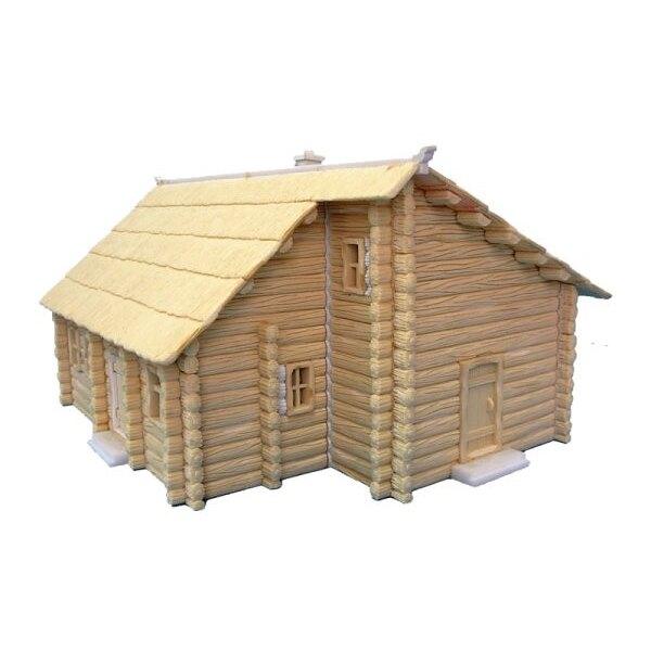 Zwei Geschoss-Klotz-Haus mit Strohdach-Dach. Vorgemalt