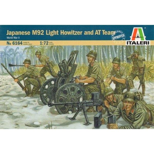 Japanische 70-Mm-Kanone unterstützt Team