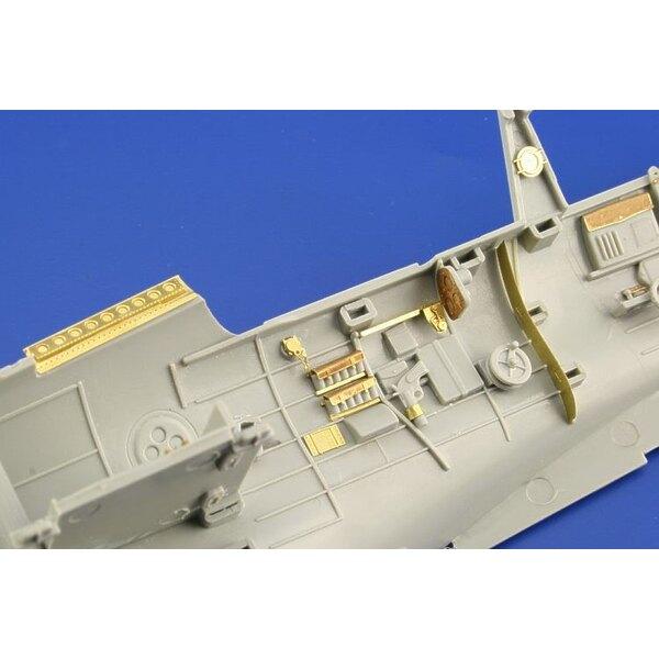 Hinterseite-Interior von Douglas SBD-1:2 Dauntless in Farben vorgemalt! (für Bausätze von Trumpeter)