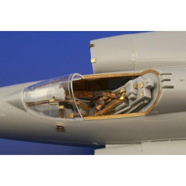 Saab J-35 Draken (selbstklebend) in Farben vorgemalt! (für Bausätze von Hasegawa)