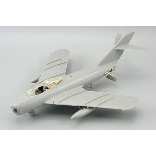Mikoyan MiG- 17PF (selbstklebend) in Farben vorgemalt! (für, um mit Bausätzen von Hobby Boss verwendet zu werden)