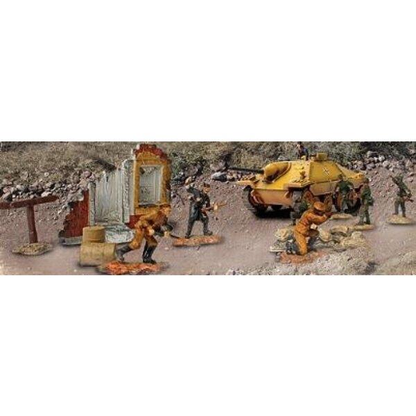 Hetzer und Soldaten eingestellt