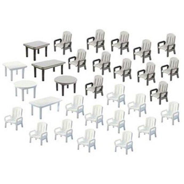 24 Gartenstühle und 6 Tische