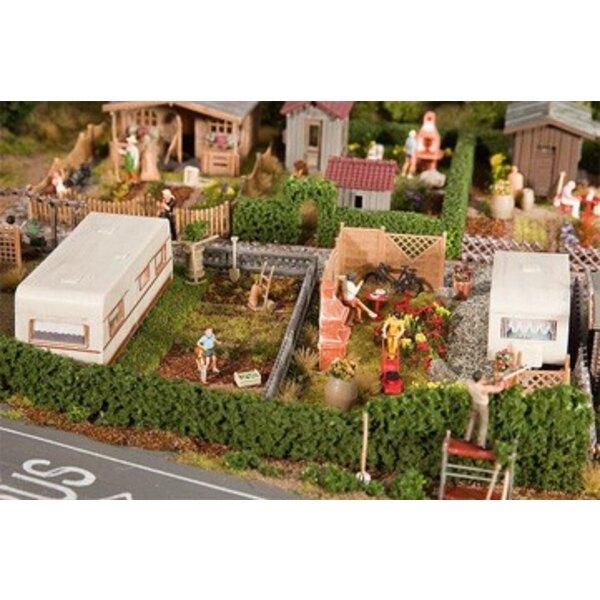 2 Schrebergärten mit Wohnwagen