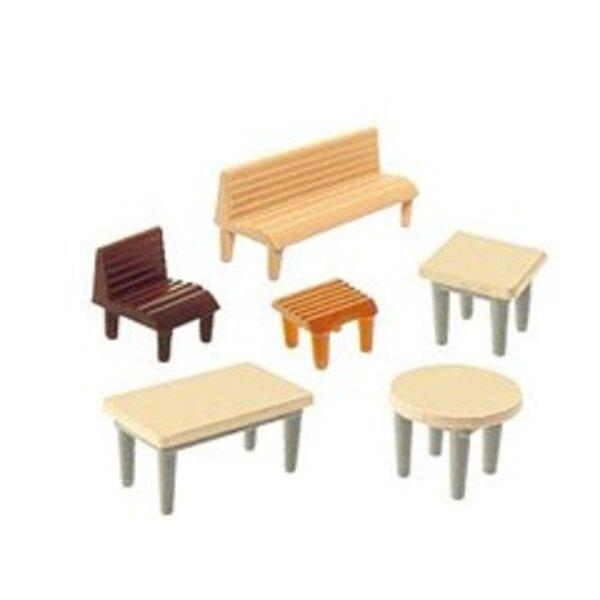 7 Tische, 24 Stühle, 12 Bänke