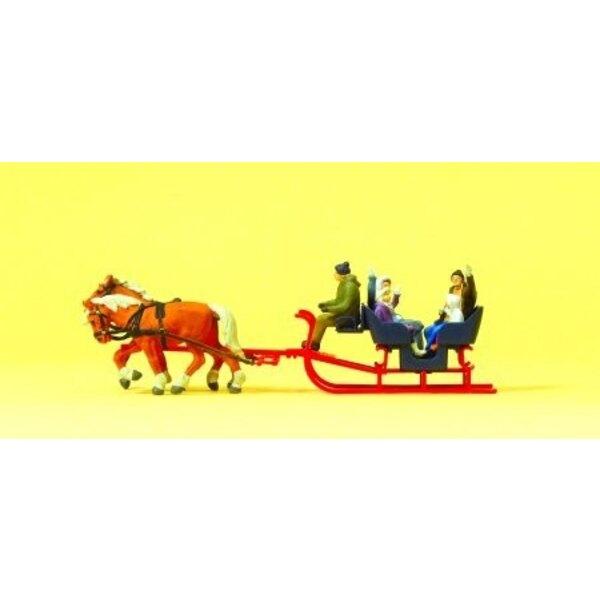 Sleigh von zwei Pferden gezogen
