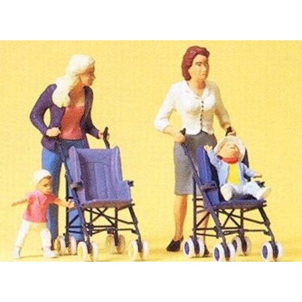 Mutter, Kindern und Kinderwagen
