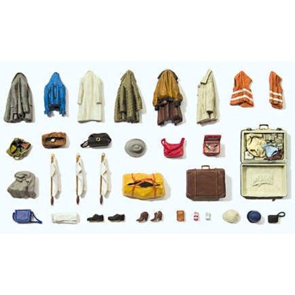 Verschiedene Kleider, Jacken, Schuhe, Taschen ...