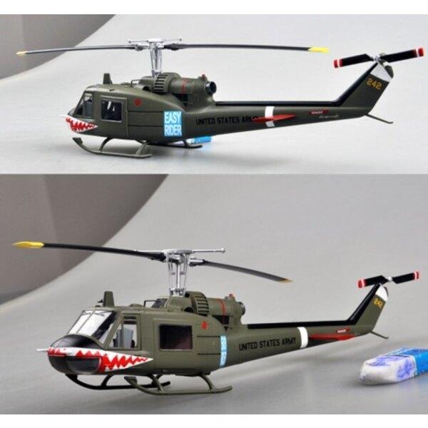 BELL UH- 1C - 174. AHC - Sharks Gun Platoon 1970