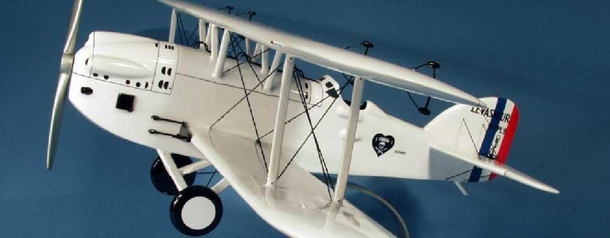 Modellflugzeuge aus Holz